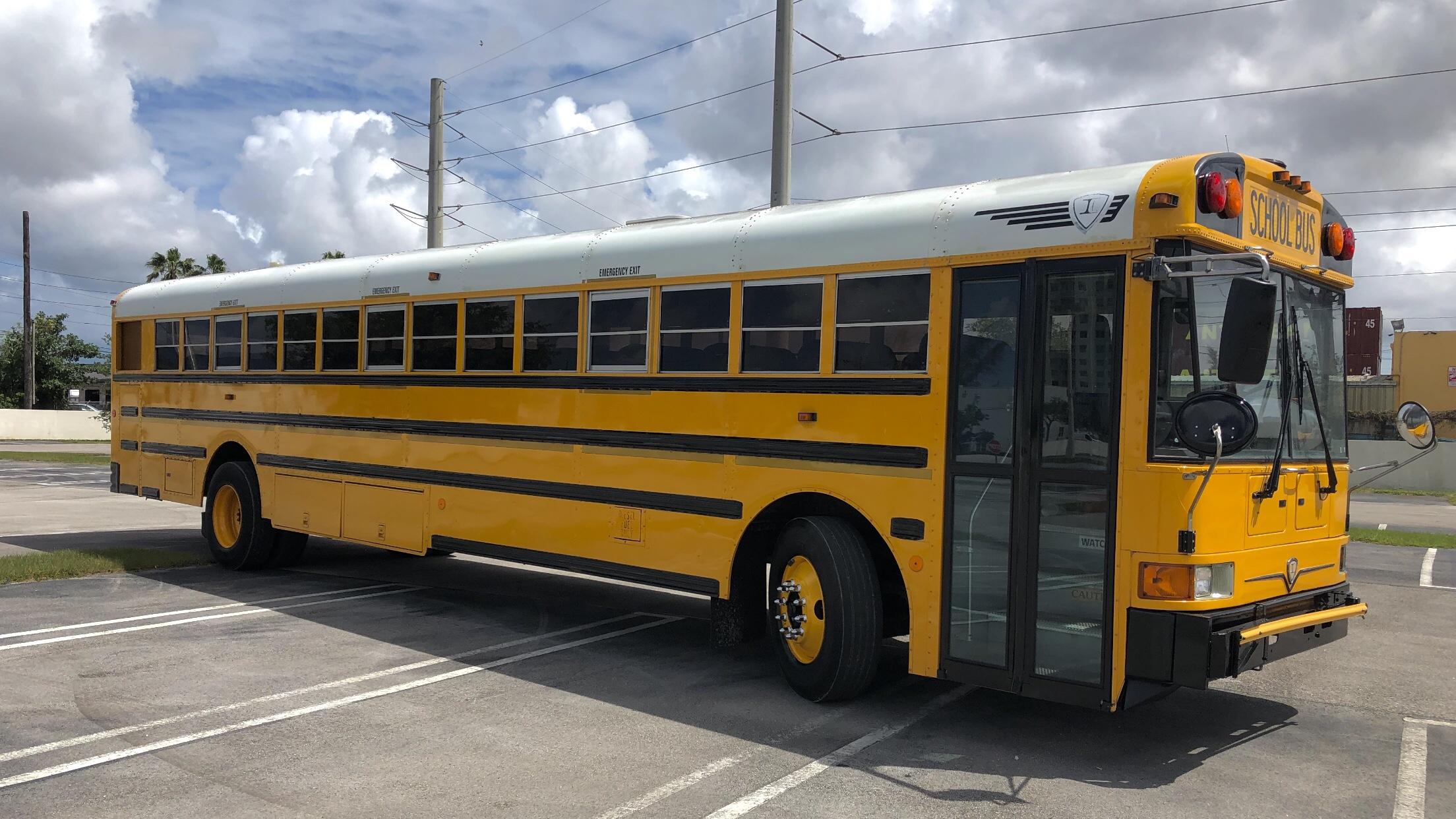 03' & 04' Int'l / CE300RE – Miami Bus Deals